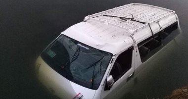 埃及一小型巴士冲进运河,致8人死亡7人受伤