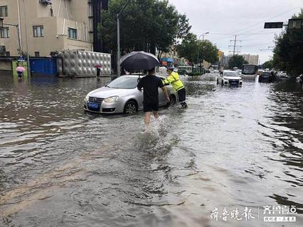 """应对暴雨,11支公交车""""应急突击队""""保正常运行"""