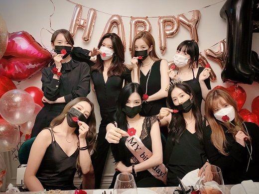 韩国少女时代组合成团13周年,八位成员重聚晒合影图片