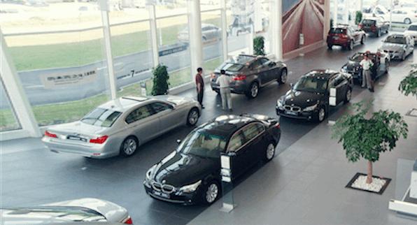 上半年上千家汽车经销商退网 近四成亏损