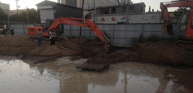 输水管道被挖断 临河全城停水 6个小时连续抢修后恢复正常供水