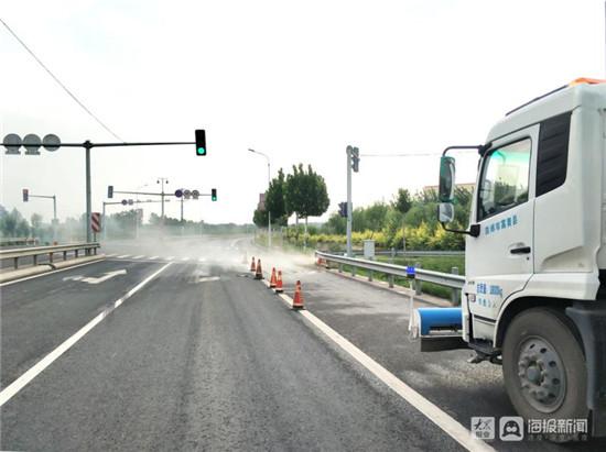 稀盐酸洒落地面 高青公路工作人员快速反应高效处置