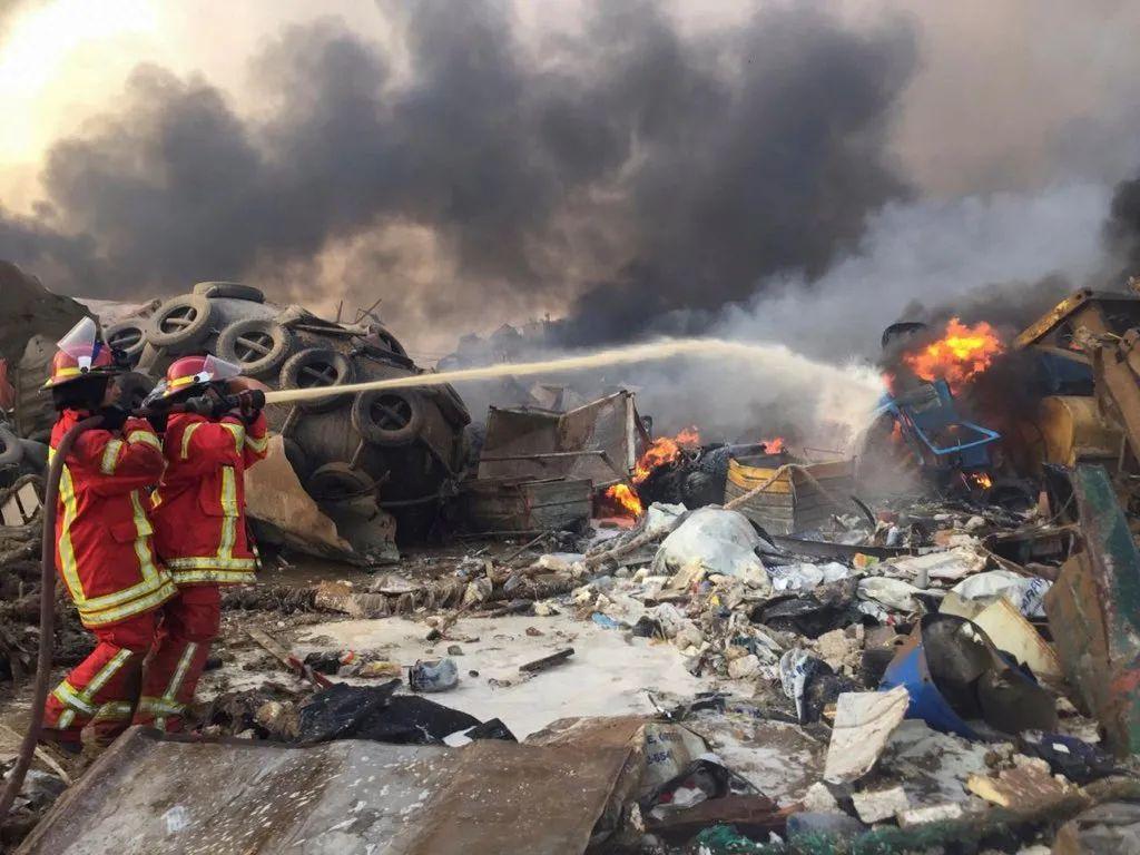 消防人员在现场救援(图源:俄罗斯卫星网)