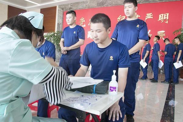 """暖心!两小时献血17400毫升!河南消防员为安徽抗洪""""洒热血"""""""