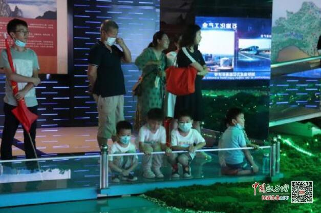 九江八里湖新区八里湖街道组织未成年人参观九江城市展示馆(图)