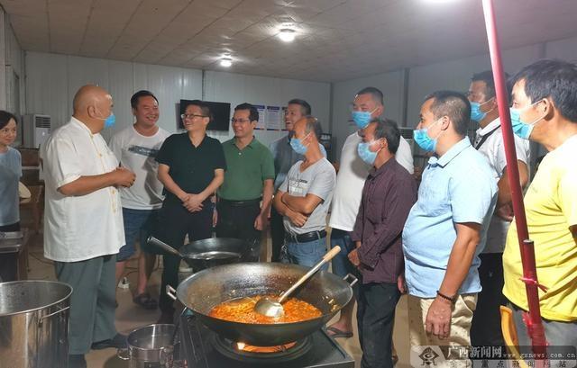 临桂:午夜食品店支撑着贫困家庭脱贫致富之路