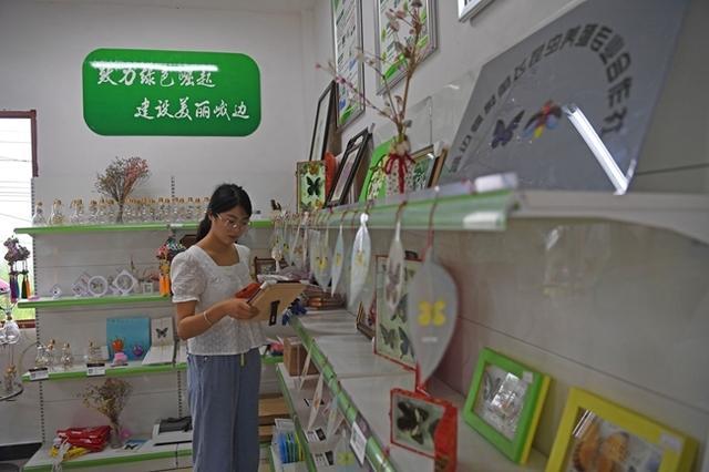 百县千村行丨峨边女大学生回乡做电商 带动家乡特产走出深山