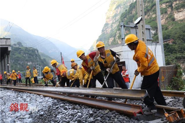 成昆铁路岩崩地质灾害区段顺利抢通 成都至攀枝花、西昌旅客列车仍停运