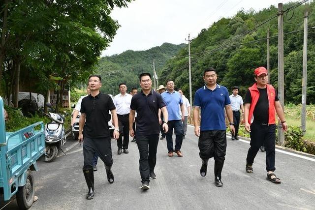 傅显明赴部分镇乡检查台风后受灾情况 着眼民生恢复生产生活 立足长远恢复水毁工程