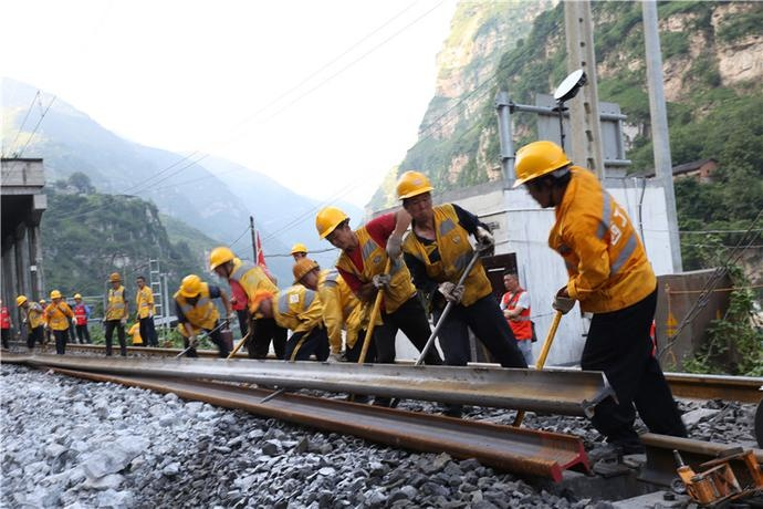 成昆铁路岩崩地质灾害区段顺利抢通