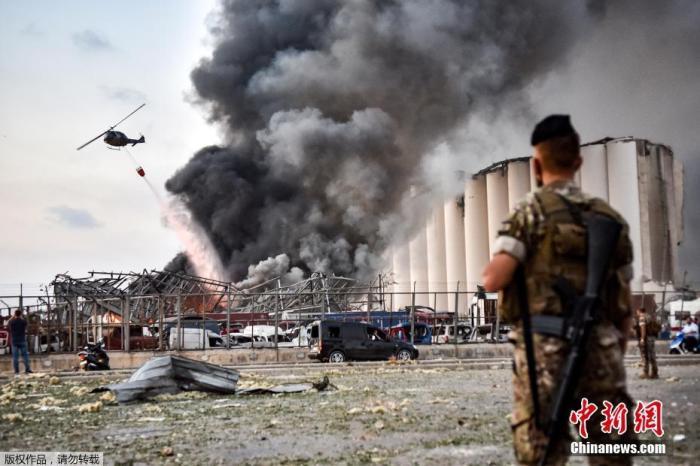 半岛电视台称黎巴嫩爆炸现场如废墟 汽车被炸上屋顶