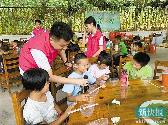广州大学生志愿者参与暑期支教