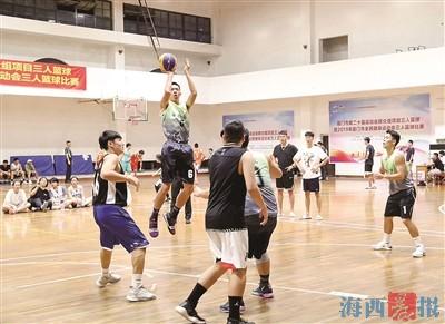 """粉丝节期间 逛""""爱心集市"""" 跟教练学健身"""
