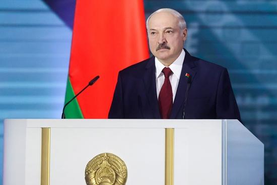 当地时间8月4日,白俄罗斯明斯克,总统卢卡申科在议会发表年度国情咨文。今年白俄罗斯总统年度国情咨文数次推迟。人民视觉供图