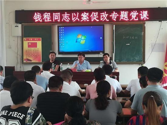 郸城教体局:纪检组长到基层小学讲党课