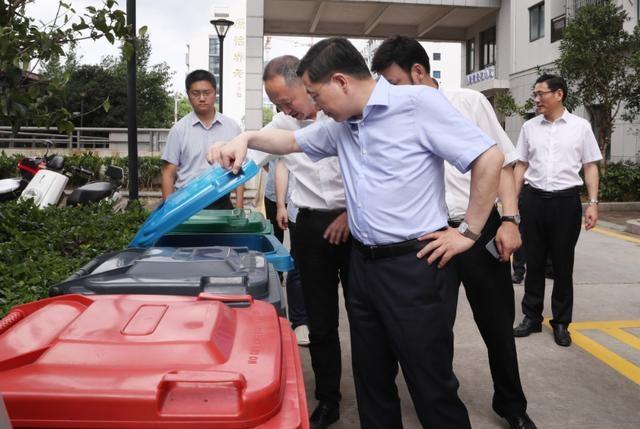 陈伟俊姚高员一线明察暗访文明城市创建,并检查指导灾后恢复工作
