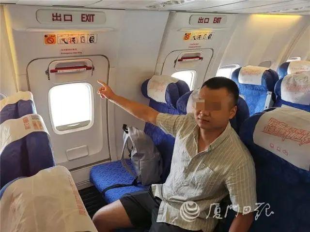 飞机刚落地这名大学生就被拘留 只因乘机时一时手欠