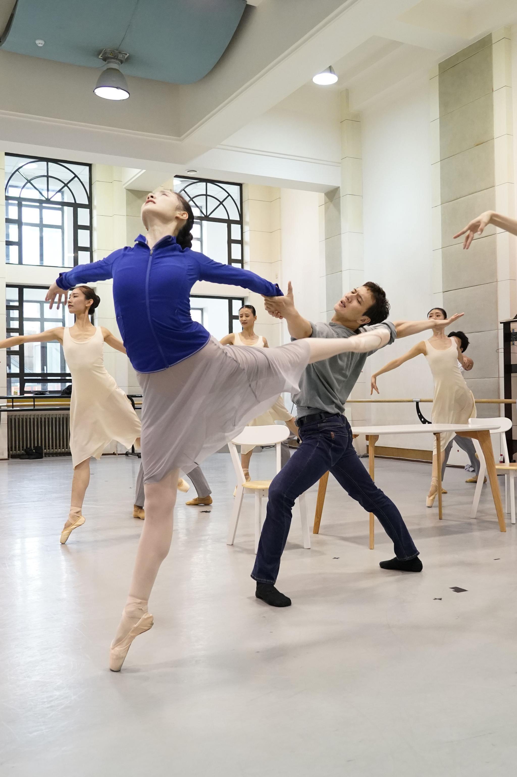 中央芭蕾舞团线下演出重启 新作致敬抗疫工作者