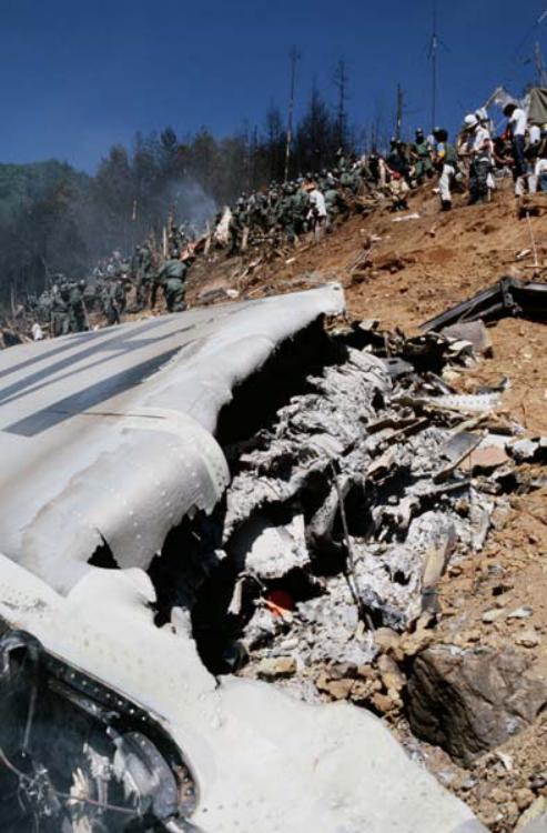 """诡异!机场惊现""""1985年坠毁客机""""踪迹..."""