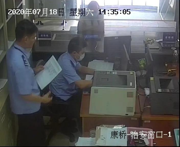 """上海八旬空巢老人""""网恋""""被骗61万余元,骗他的是一对""""90后""""小情侣"""