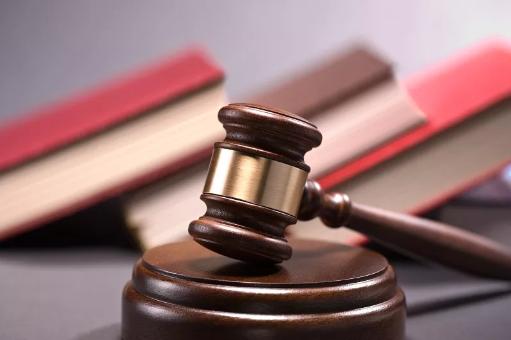 为还赌债,湖南某高校法学院一副主任骗走147名学生85万学杂费,犯贪污罪一审获刑4年