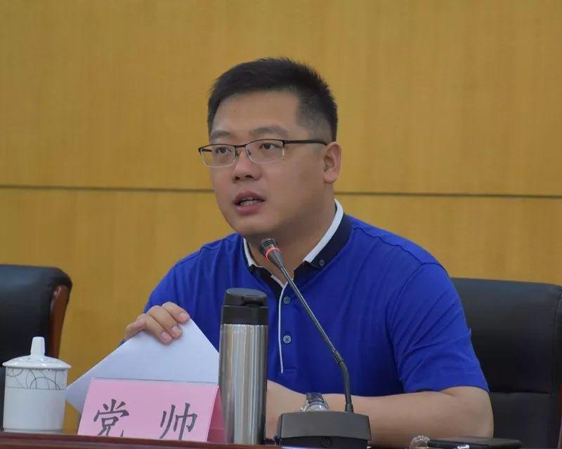 32岁当县长的他,36岁任县委书记