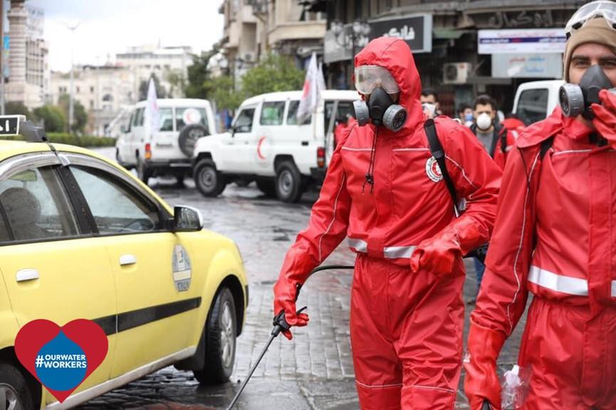 叙利亚红新月会人员在大马士革街头开展消毒活动 受访者供图