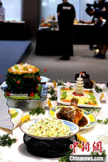 大师展示淮扬菜技艺:5厘米豆腐被切成数千根豆腐丝 外籍嘉宾赞叹