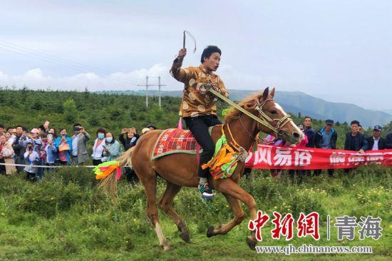青海乐都赛马大会:展示多民族风情