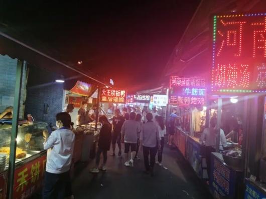 浦东这个远离市中心的夜市,是怎么吸引到周末近4万人流的?