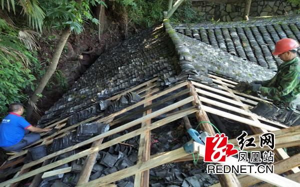 凤凰风景名胜区管理处对笔架山公园免费公厕进行紧急抢修