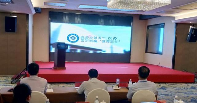 淄博市行政审批服务局在第三届中国政务服务十人谈研讨会上介绍典型经验