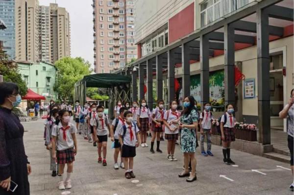 区区合作 精细化管理学校周边环境:徐汇区整治位育实验学校周边环境