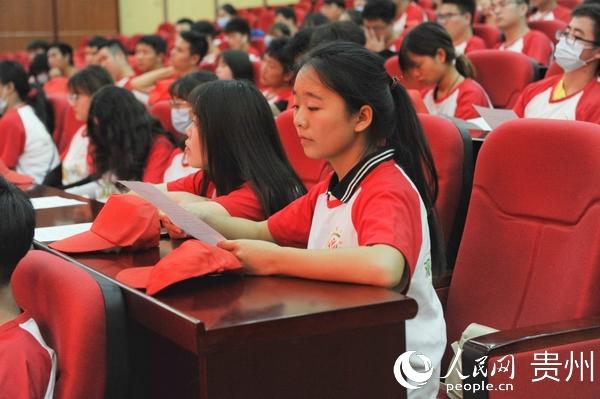 郑重宣誓!200余名大学生为观山湖区全国文明城市整改攻坚志愿服务注入新鲜血液