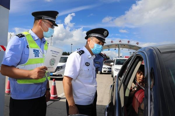 黑龙江齐齐哈尔市公安局领导督导检查常态化疫情防控卡口工作