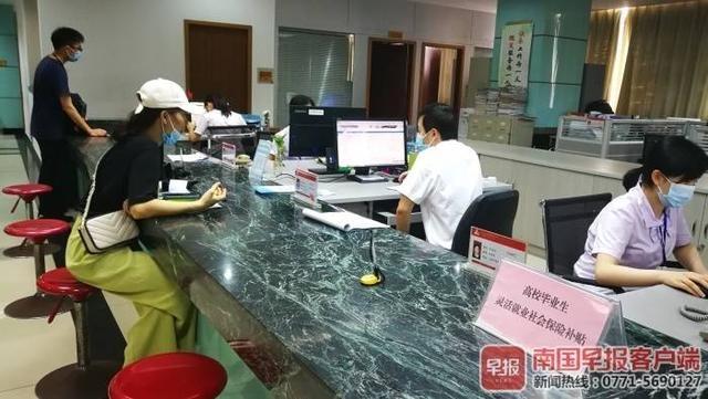 今年南宁市第二批就业见习基地开始申报,联合招聘会正在进行