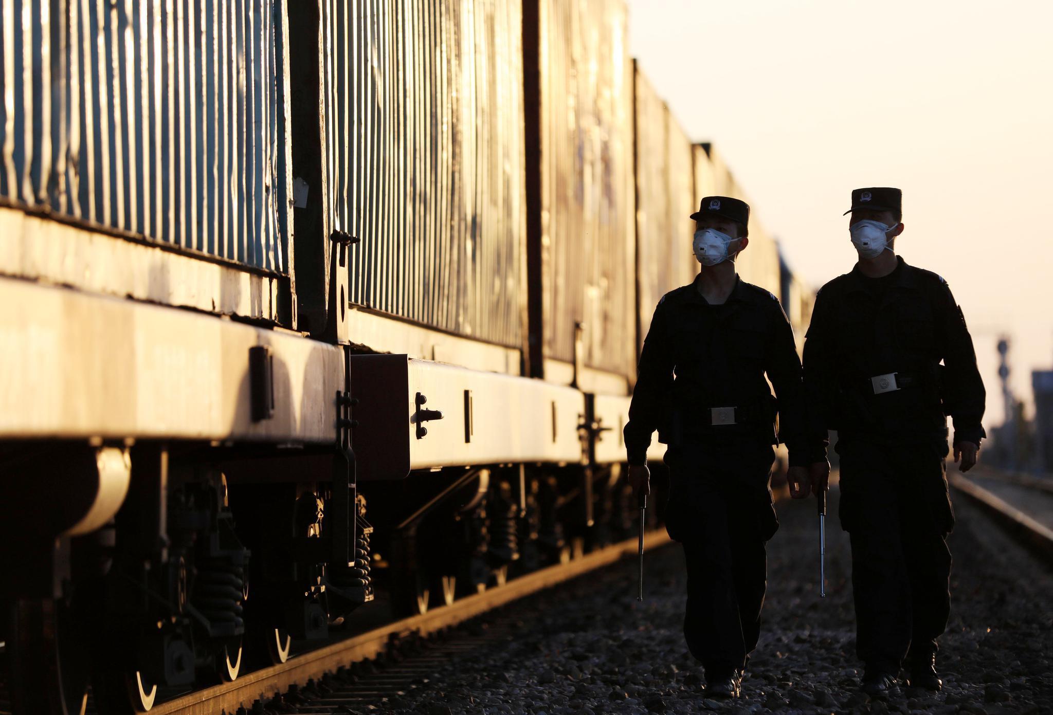 新疆霍尔果斯中欧(中亚)班列货运量增长超五成