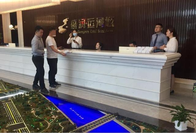 记者跑腿|郑州盛润运河城叠墅涉嫌无证认筹,退意向金有人等数月