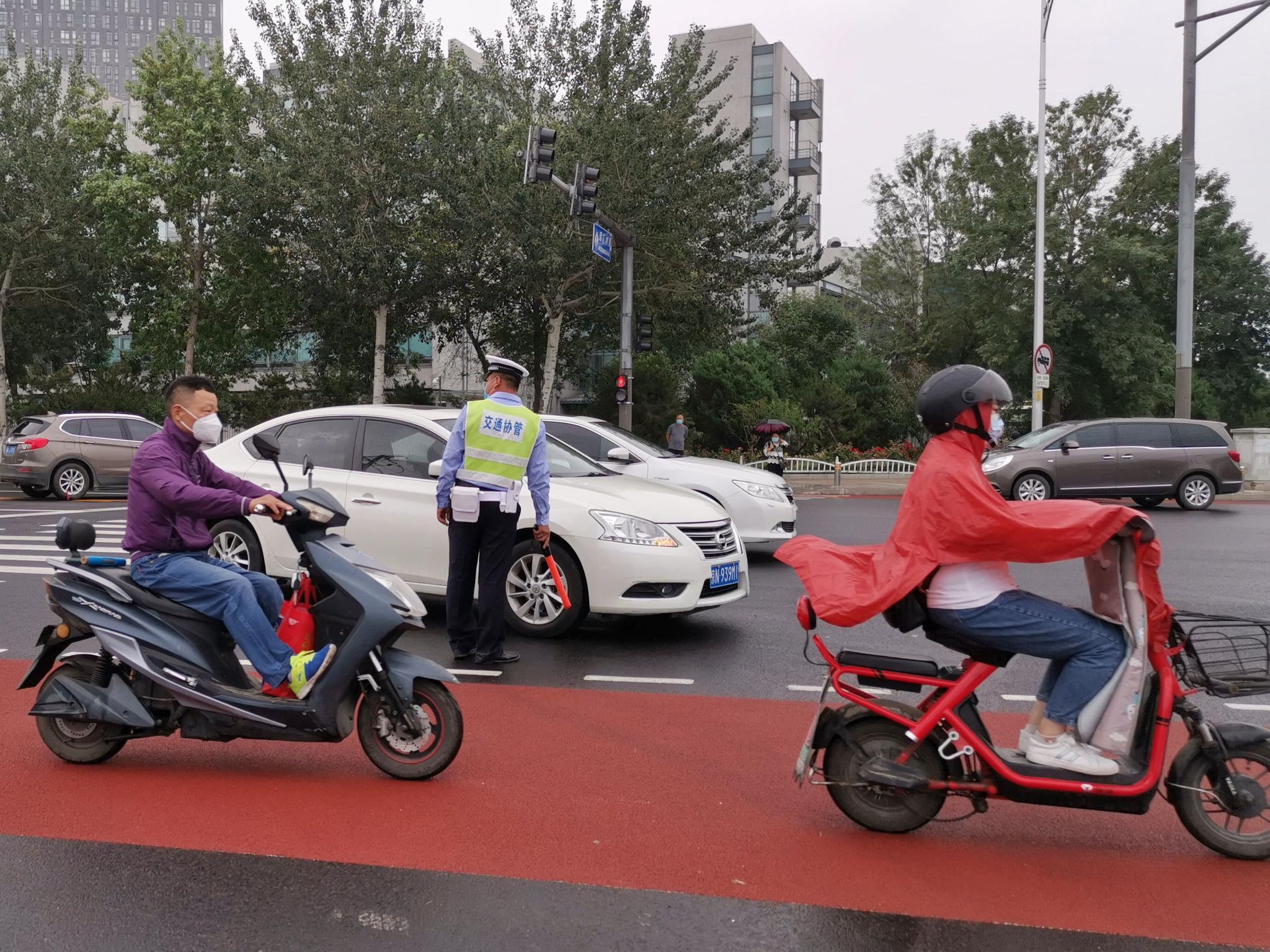 自行车专用路西延段开通一周 交管部门查处违停近百起