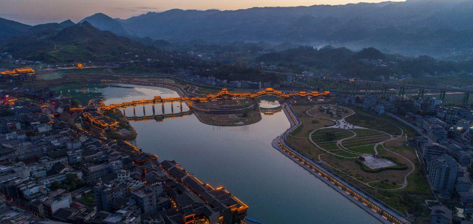 风雨廊桥 黔江。区委宣传部供图