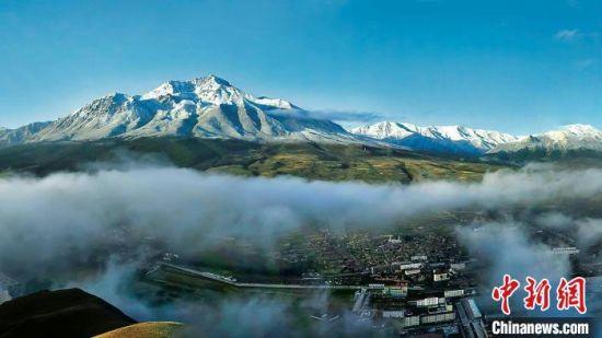 """图为""""东方瑞士""""祁连县的自然美景。祁连县宣传部供图"""