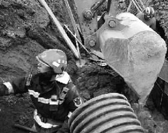 一男子被埋压在管道施工坑道白城消防紧急救援-新闻频道-和讯网