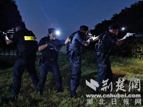 襄阳特警开展夜间实战化专项训练