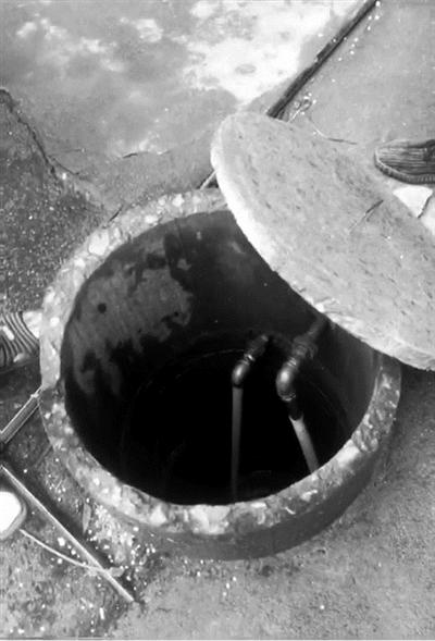 3岁男童坠入深水井 56岁三轮车夫下井救人