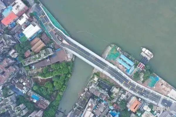 """广州""""最牛钉子户""""成网红,大桥被迫""""劈叉"""",屋主叫屈、住建局回应"""
