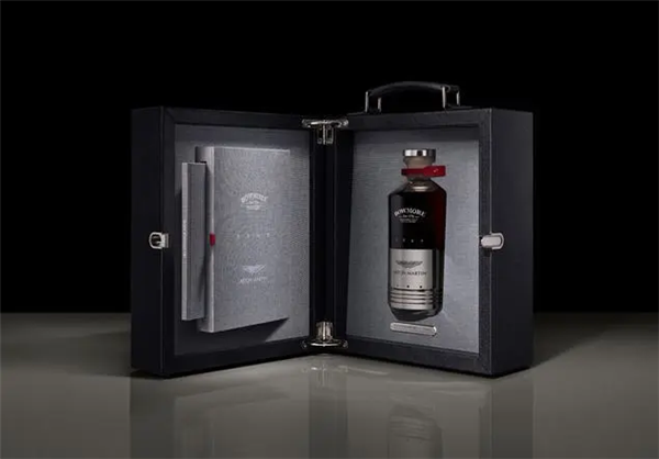 阿斯顿·马丁推限量威士忌:活塞瓶身 价格能买一辆宝马5系
