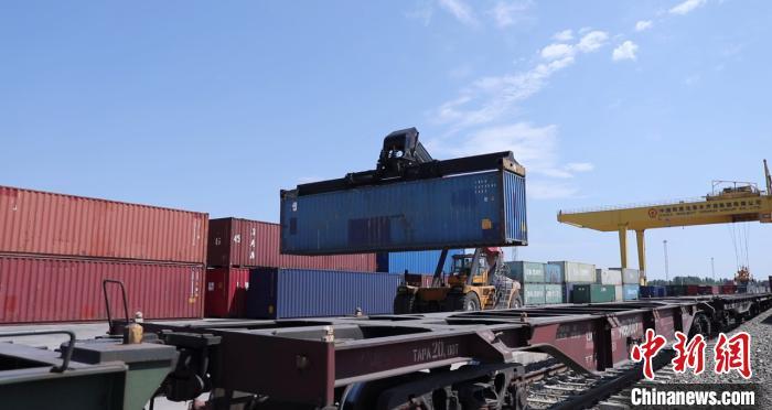 新疆霍尔果斯口岸中欧班列单月开行列数和发送量创新高