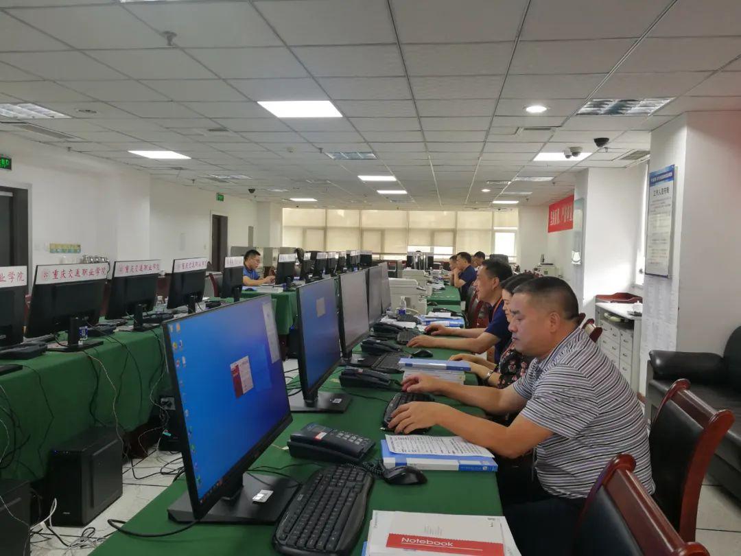 工作组职员各司其职重庆市金字塔矩阵测验院供图