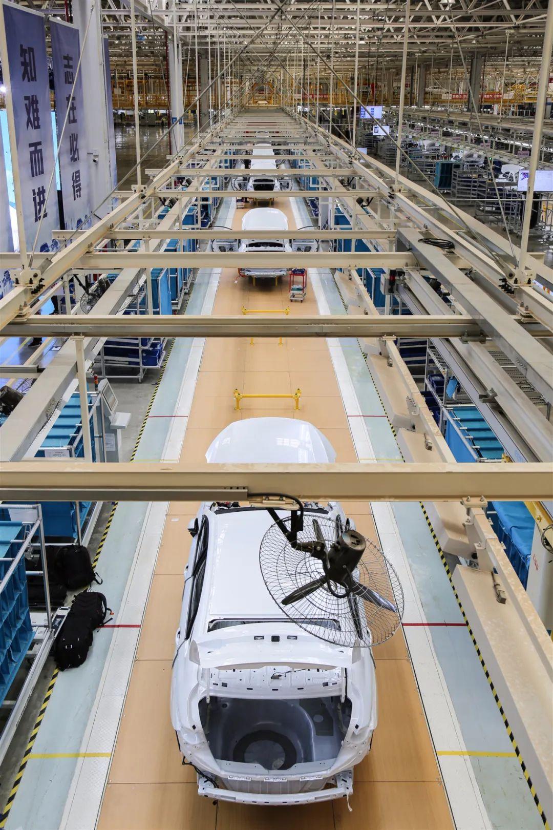 明年底前,全省新建各类充电桩20万枪!云南出台十六项措施支持新能源汽车产业发展