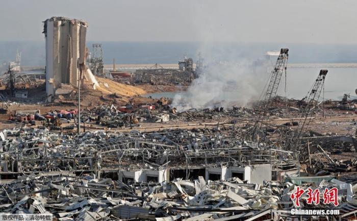 当地时间8月5日,黎巴嫩贝鲁特港口区发生剧烈爆炸后,现场建筑物被严重损毁。